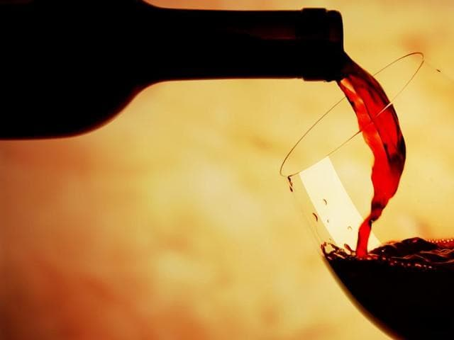 The report says red wine helps prevent the negative impact of smoking on blood vessels.