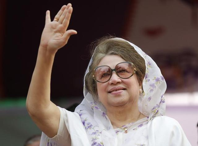 Former Bangladeshi prime minister and Bangladesh Nationalist Party (BNP) leader, Khaleda Zia waves as she leaves after a court appearance in Dhaka last week.