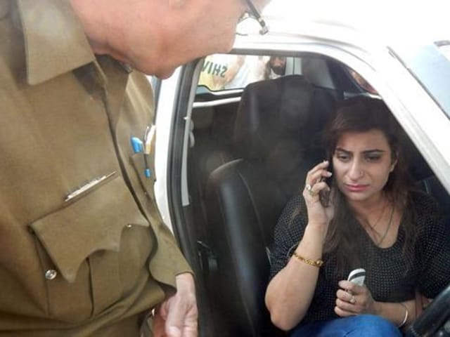 Accused Preeti Sitting in her car and damaged car on the highway.