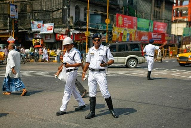 The traffic department of Kolkata Police is planning to switch to plastic transactions while realising spot fines for violations.