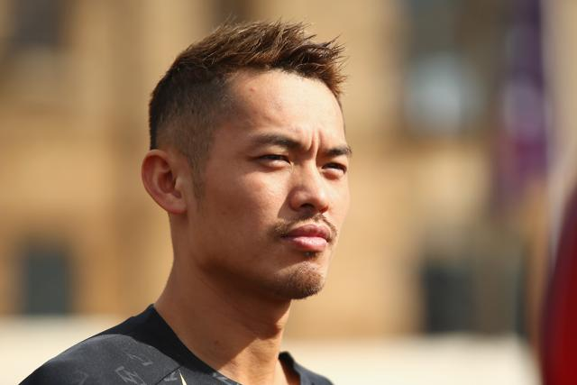 "Weibo user ""Detective Zhao"" uploaded photos of Lin Dan with a mystery woman, who was subsequently identified as model and actor Zhao Yaqi."