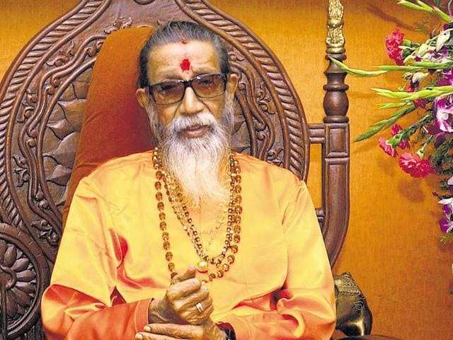 Bal Thackeray should have been alive to chop the tongues of those who are likening demonetisation despair faced by people to patriotism, said the Saamana editorial.