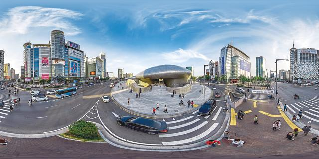 The Dongdaemun Design Plaza designed by Zaha Hadid looks like a spaceship from the outside and is full of fashion and design stalls inside