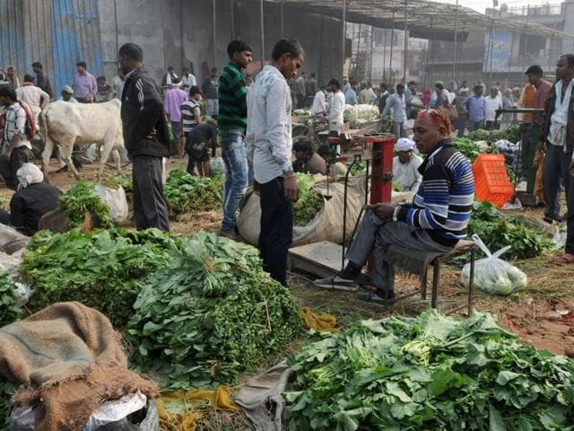 People purchasing vegetables at the Khandsa road wholesale market.Traders, both retail and wholesale, in Delhi-NCR are feeling the pinch of Centre's demonetisation move.