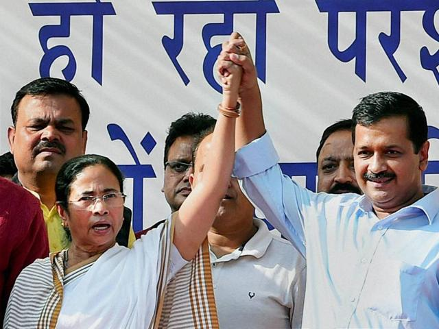 West Bengal chief minister Mamata Banerjee and Delhi chief minister Arvind Kejriwal at a rally against demonetisation of currency notes.