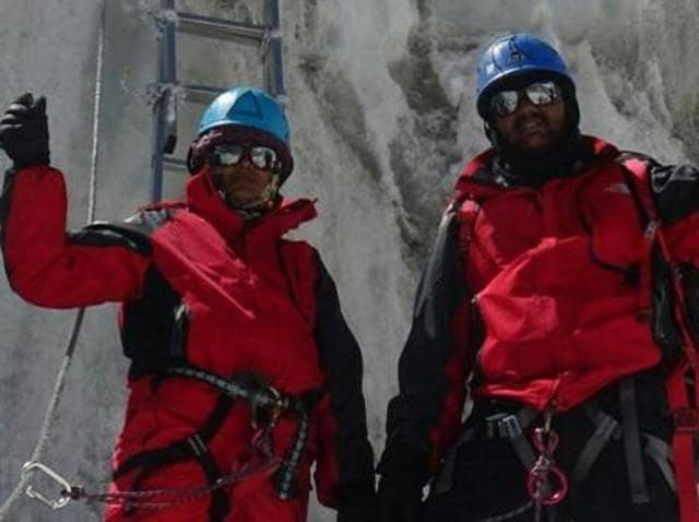 Police Couple Suspended,Pune,Mount Everest