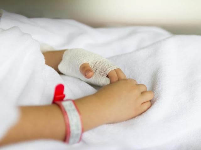Children recovering from complex pneumonia can be given oral instead of intravenous antibiotics, a new study has found.