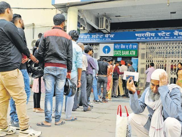 Demonetisation,Cash rush,Bank employee dies
