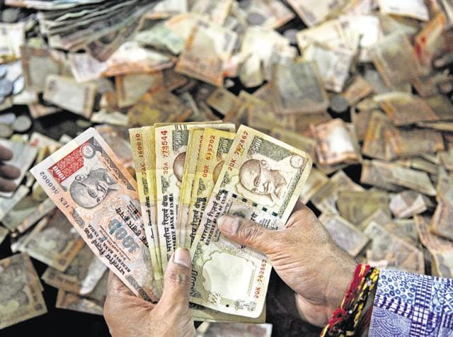 As there is time till December-end to exchange notes, vendors and shopkeepers are accepting the scrapped notes for advance booking of commodities