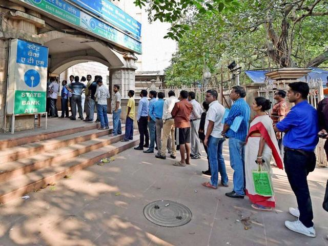 Avdhesh Kumar Gupta deposited Rs 1.5 lakh in Rs 100, 50 and 10 banknotes after seeing the problems faced by people waiting in queues outside banks and ATM kiosks.