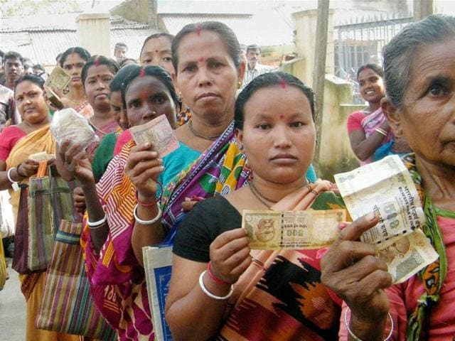 Women queue up outside a bank to deposit and exchange their old Rs 1000 and 500 notes in South Dinajpur, West Bengal