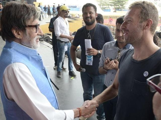Shortly ahead of the star studded event, Big B took to Twitter to share glimpses of his meeting with Chris and his dummy run for the event.