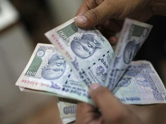 Usually, such soiled notes are returned to banks by the customers and they finally end up in RBI offices where they are shredded and ferried to dumping sites.(Twitter)