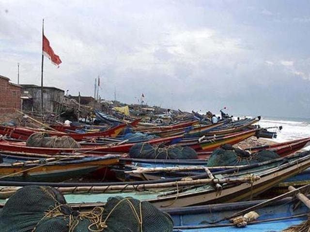 Eleven Tamil Nadu fishermen were arrested on Saturday by Sri Lankan naval personnel while fishing near Neduntheevu of the island nation.