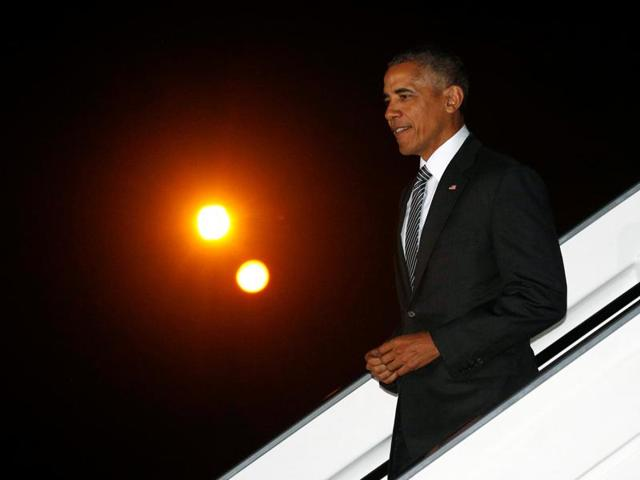 US President Barack Obama steps from Air Force One upon his arrival in Lima, Peru to attend the APEC summit November 18, 2016.