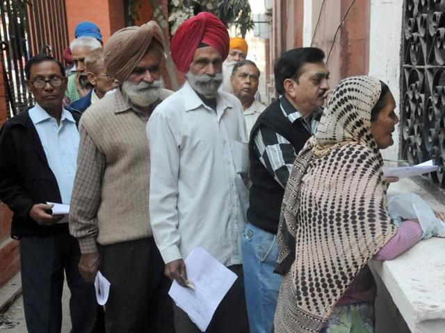 Senior citizens stand in a queue outside a bank to exchange old notes in Amritsar.