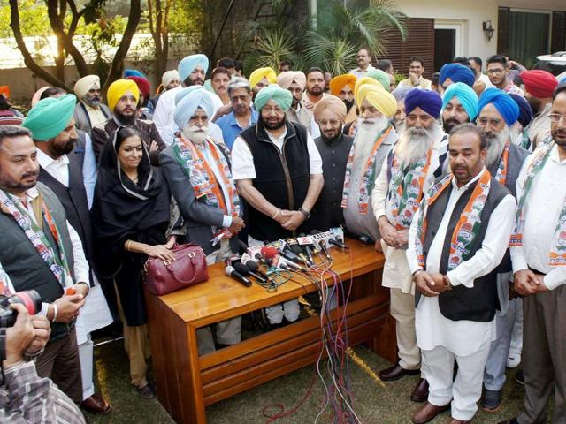 Punjab Pradesh Congress president Captain Amarinder Singh welcomes Punjab's former minister Swaran Singh Phillaur and his associates on joining Congress at a press conference in Chandigarh.
