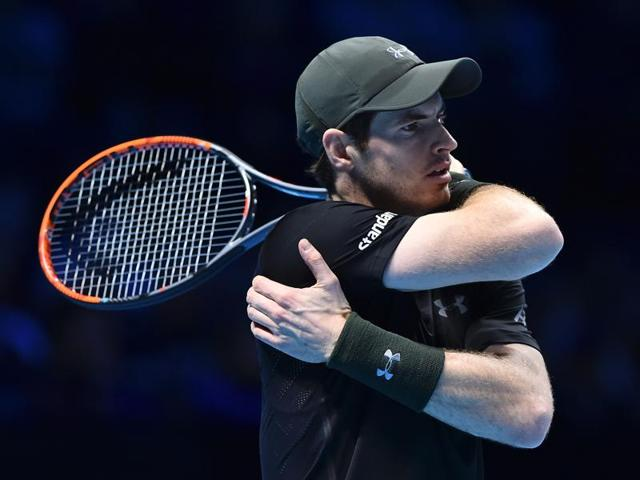 Andy Murray crushed Switzerland's world number three Stan Wawrinka 6-4 6-2 to top his group and stay on course for a season-ending finale against Novak Djokovic.