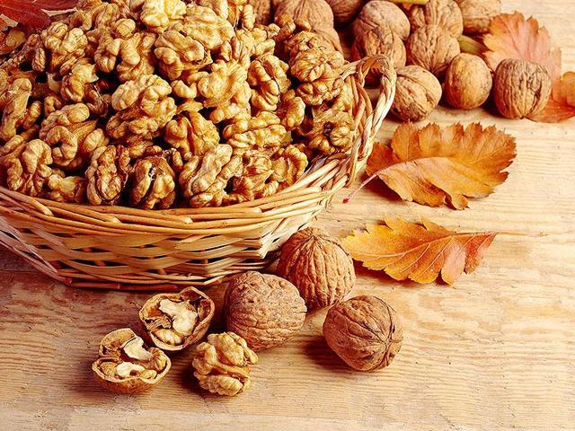 Walnuts,Benefits of walnuts,Mood swings