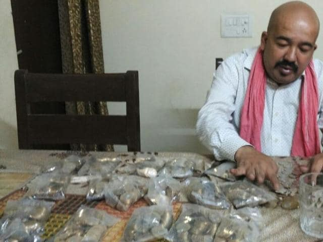 Imtiaz Alam, a resident of Shaheen Bagh, received Rs 20,000 in coins from the bank.