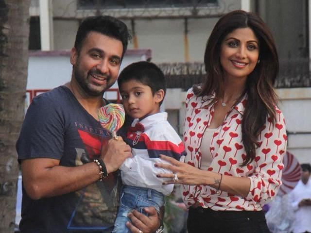 Raj Kundra with wife, Shilpa Shetty and son Viaan.(Pramod Thakur/HT Photo)