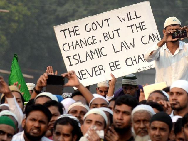 Muslim activists and law board members take out a rally at the Park Circus Maidan after the conclusion of the board's 25th general meeting in Kolkata on Sunday, Nov 20, 2016.