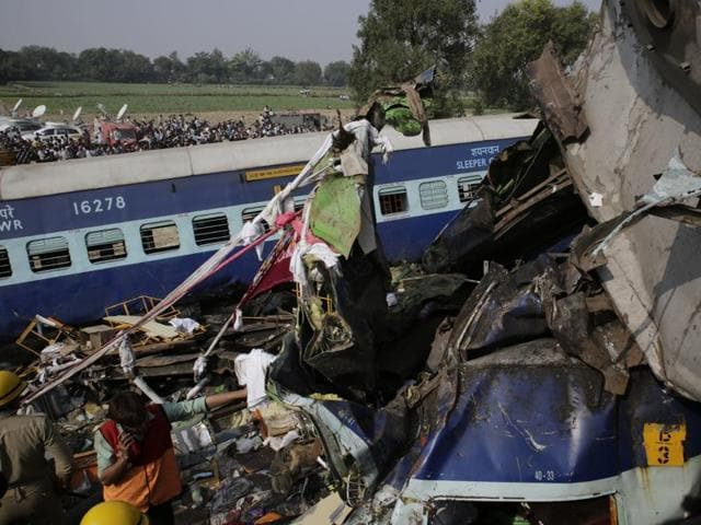 Indore-Patna Express,Indore-Patna train accident,Train derails