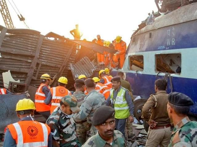 Rescued passengers from the 14 coaches of an overnight passenger train that rolled off the track near Pukhrayan village in Kanpur Dehat district, Uttar Pradesh, early on November 20, 2016.