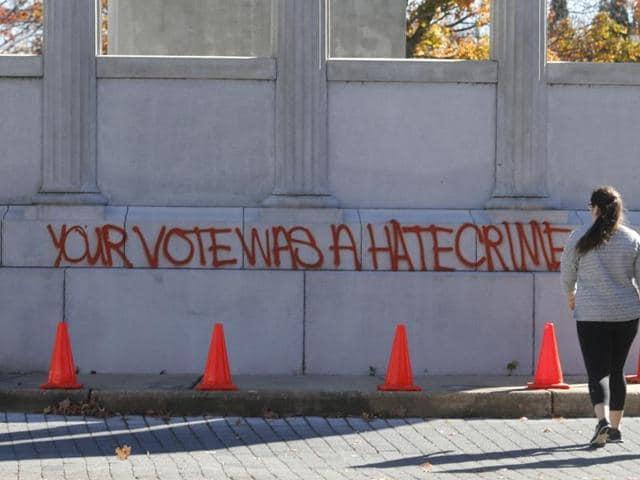 Graffiti reads