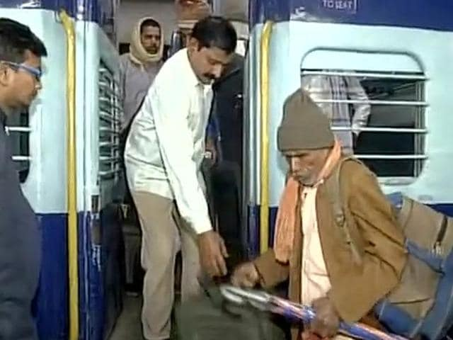 The special train carrying Kanpur accident survivors reached Patna on Monday morning.