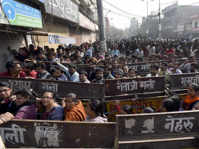 People line up outside State Bank of India to deposit and exchange old denomination banknotes at Gandhi Nagar in New Delhi on November 21, 2016.