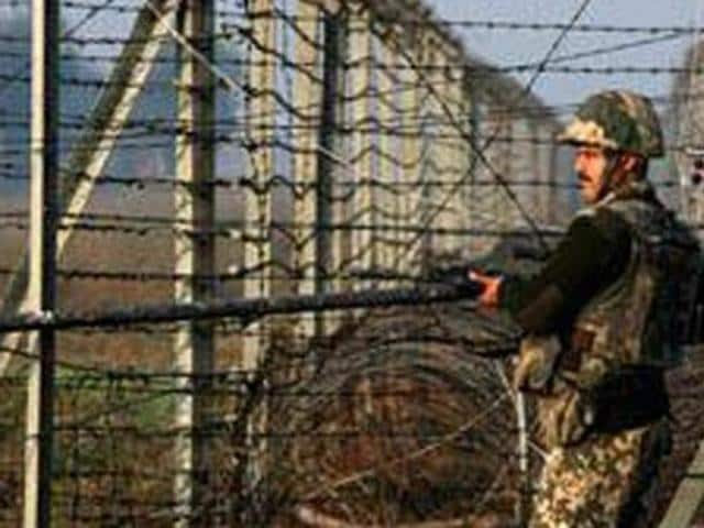Four army jawans were injured in ceasefire violation by  Pakistan Army  in Rajouri sector of Jammu and Kashmir on the night of Nov 20, 2016.