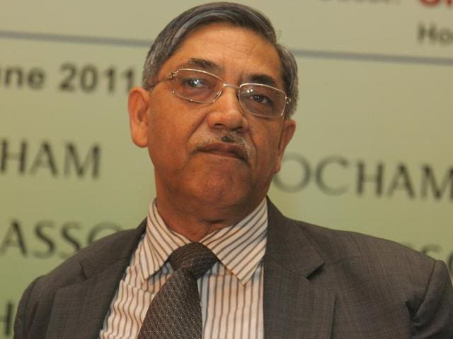 Former deputy governor of RBI KC Chakrabarty says demonetisation has affected the poor the most as rich people don't keep cash.(HT file photo)