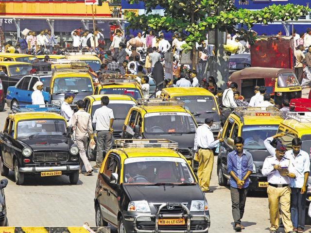 On a good day, 40,000 conventional taxis, including the AC Cool Cabs; 2,000 radio cab services; 30,000 app-based cab services; 70,000 kaali-peelis and over two lakh autorickshaws are at your service(HT file photo)