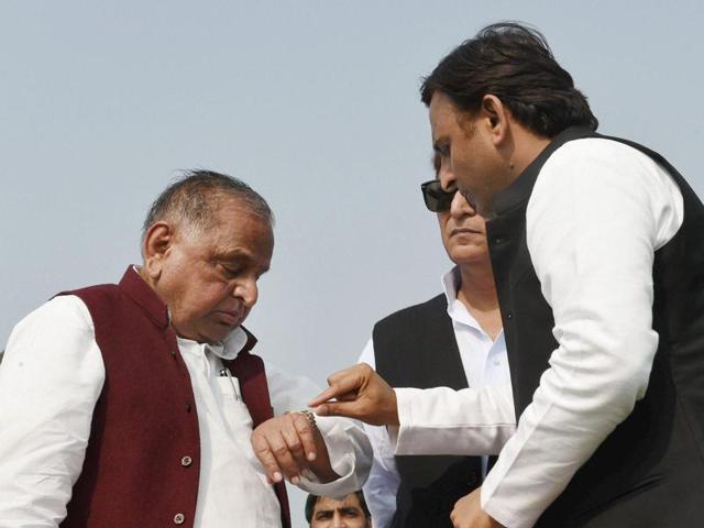 Samajwadi Party president Mulayam Singh Yadav with Uttar Pradesh chief minister Akhilesh Yadav during the inauguration of Agra-Lucknow expressway, at a function in Unnao.