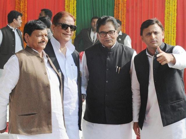 Uttar Pradesh chief minister Akhilesh Yadav (right) with Samajwadi Party leaders (left to right) Shivpal Yadav, Azam Khan and Ram Gopal Yadav at the inaugural of the Agra-Lucknow expressway in Unnao.