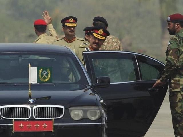 Pakistan Army chief General Raheel Sharif  started his farewell visits at army units in Lahore, the military's media arm said in a statement.