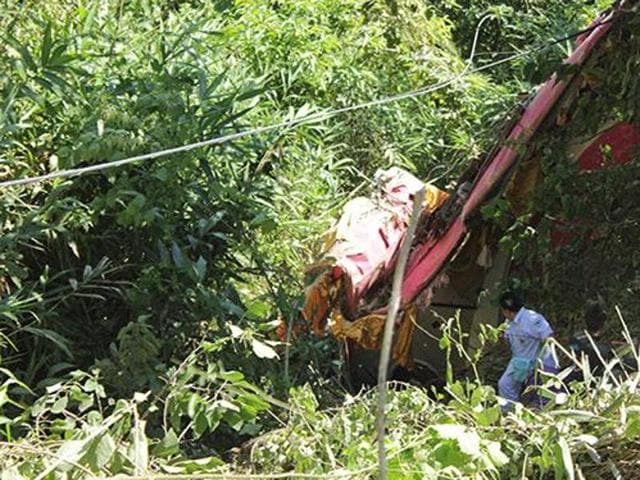 Eighteen people returning from a holiday were killed in northern Thailand when their bus fell into a ravine.