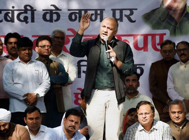 Delhi Dy Chief Minister Manish Sisodia addressing AAP workers during a protest march against demonetization of Rs 500 and Rs 1000 notes, in New Delhi on Tuesday.
