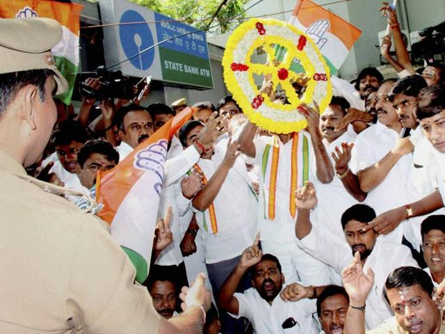 Members of the Congress protest against the Centre's demonetisation move, in Coimbatore on Monday.