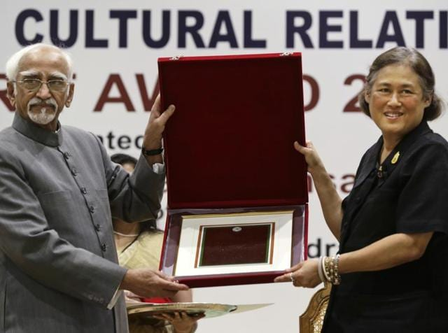 Princess Maha Chakri Sirindhorn of Thailand (right) receives the Indian Council For Cultural Relation's 1st World Sanskrit Award for 2015 from Indian Vice President, Hamid Ansari, in New Delhi, Monday, Nov. 21, 2016.