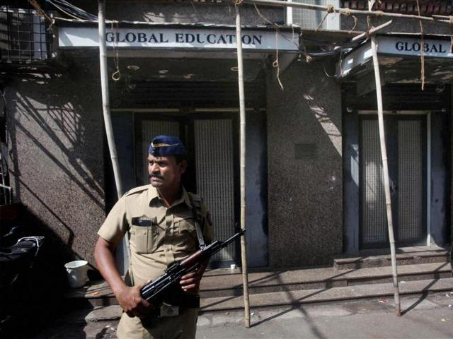 A policeman stands guard during a raid by Mumbai Police and the National Investigation Agency on an office of the Islamic Research Foundation, which is headed by Zakir Naik.(PTI)