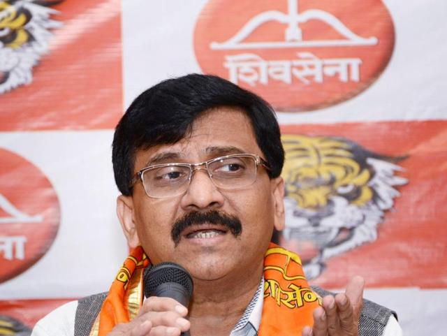 A Shiv Sena delegation led by MP Sanjay Raut met Narendra Modi and lauded the demonetisation move as historic on Tuesday.