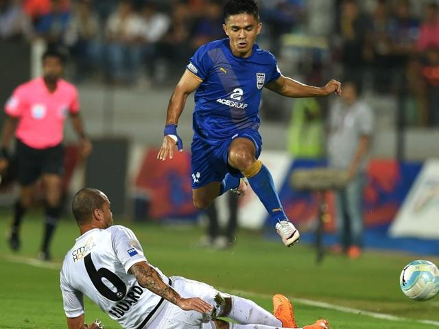 Sunil Chhetri (R), who plays for Mumbai City FCin the ISL and is skipper of I-League champions Bengaluru FC, feels a bigger Indian league could ensure more talent coming up through the system from places not traditionally known for football in the  country.