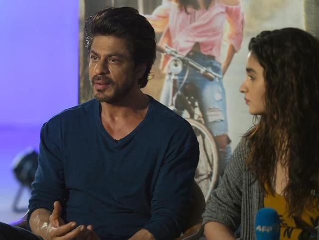 While he is essaying the role of a psychiatrist to actor Alia Bhatt's character in the film Dear Zindagi, which is releasing on Friday, Shah Rukh says that when it comes to his own personal life, he doesn't talk to anybody or ask for advice.