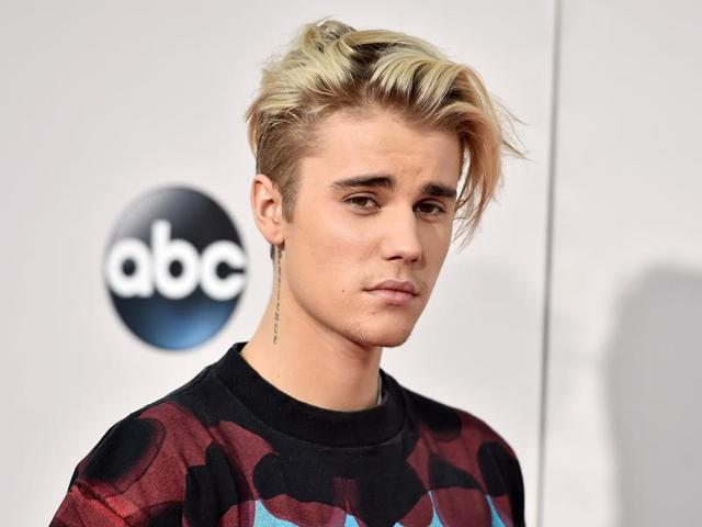 In a video footage acquired by TMZ, the 22-year-old Canadian pop star hit the male through the open window of his car as he was driven by a chauffeur to Palau Sant Jordi.