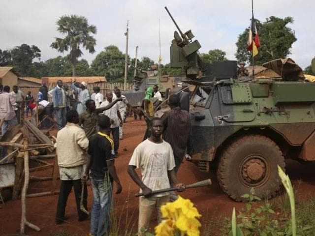 Fighting between armed groups in Central African Republic has left 16 people dead including civilians while 10,000 have fled their homes.