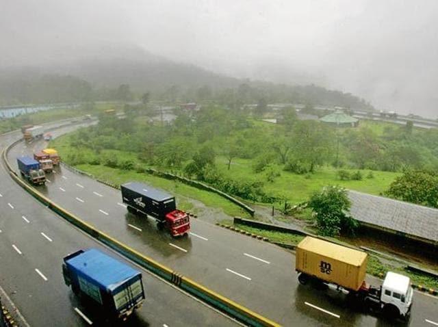 road accident,dhobi ghat mumbai,vashi mangroves