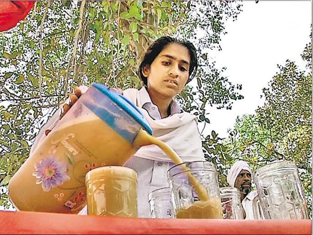 Husan Kaur's work as a juice seller got media attention in June, and Mann showed up.