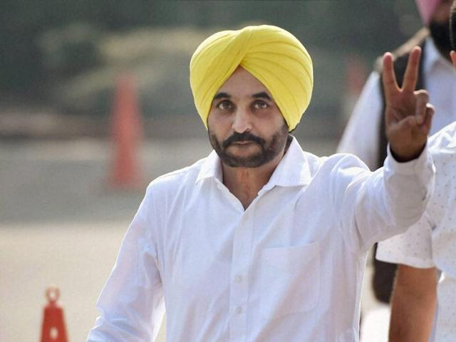 New Delhi: Aam Aadmi Party MP Bhagwant Mann at Parliament house during the winter session, in New Delhi on Thursday. PTI Photo by Vijay Verma(PTI11_17_2016_000068A)
